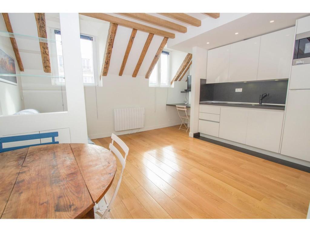 Beau studio rénové Paris